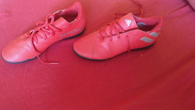 Buty na sztuczna trawa do piłki nożnej