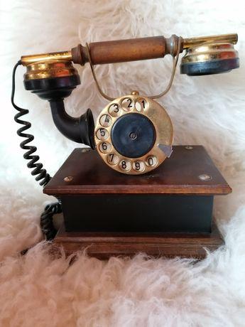 Stary telefon stacjonarny firma Ryszard Sawa
