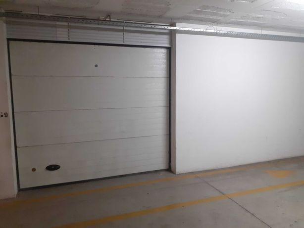 Vendo garagem Box com arrecadação e Eletricidade propria,facil acesso.