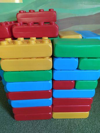 Klocki duże konstrukcyjne LEGO.
