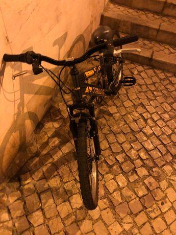 Bicicleta pequena azul