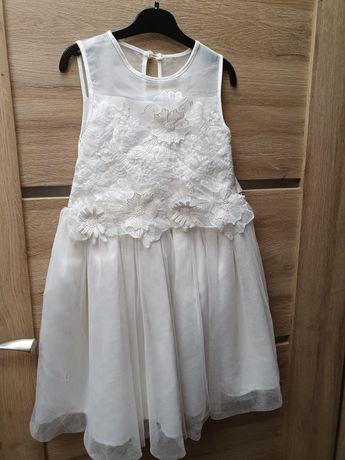 Piekna sukienka z tiulem