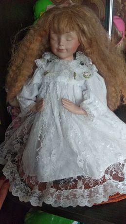 Фарфорові ляльки.
