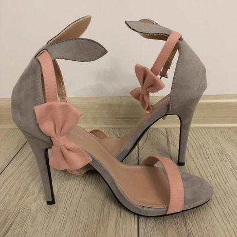 Szpilki sandały króliczki z kokardką