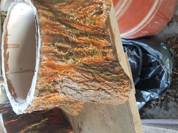 Betonowa donica ogrodowa imitująca drewniany pniaczek