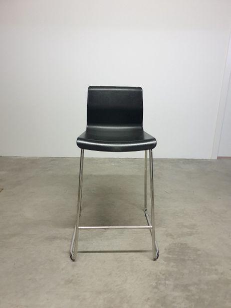 Cadeira / banco alto com encosto
