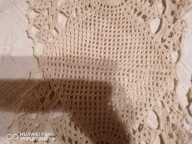 Decoração em crochet creme.