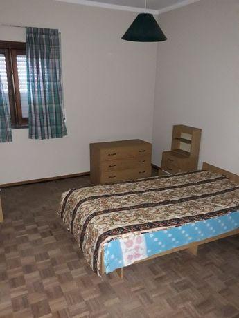 Cama solteiro com colchão e mesinha