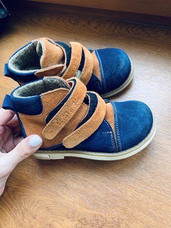 Ботинки на мальчика очень тепленькие 24 размер !
