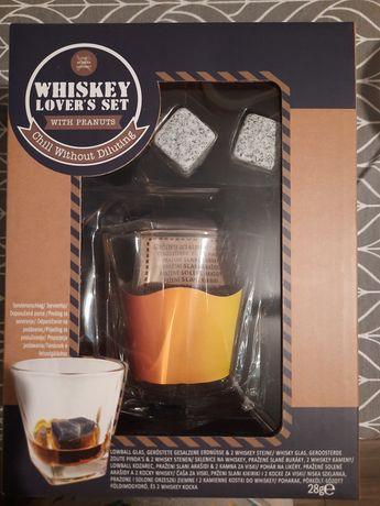 Szklanka do whiskey z kamiennymi kostkami