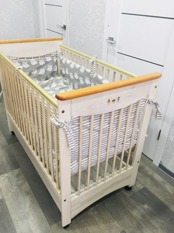 Продам фирменную  натуральную кроватку !