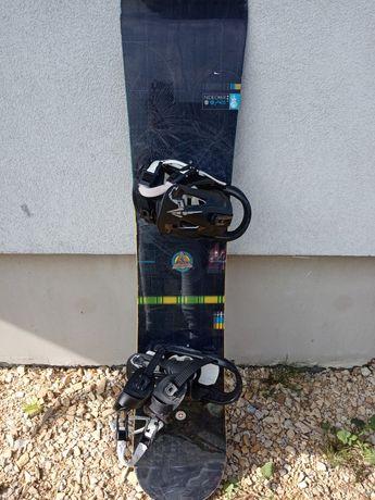 Deska snowboardowa Nidecker z zapięciami dlg 153 cm