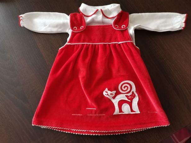 Czerwona sukienka z kaftanikiem.