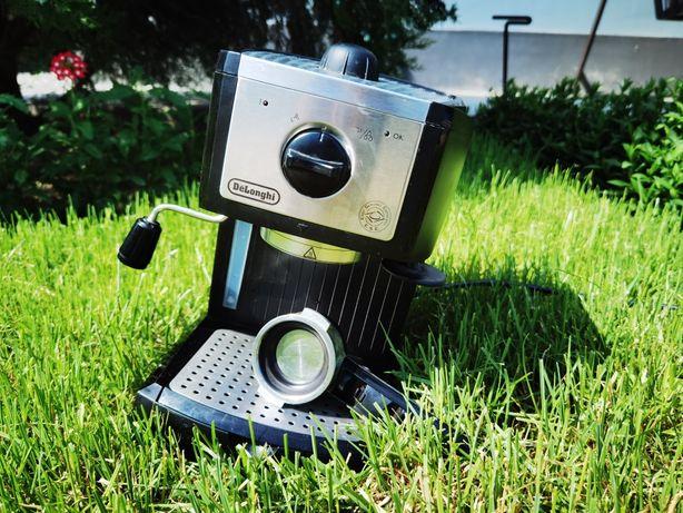 Рожковая кофеварка DeLonghi EC 156 B