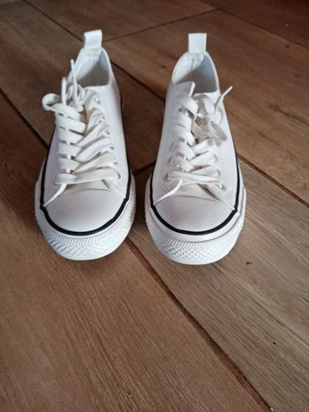 Białe buty trampki