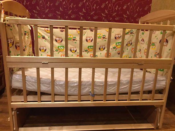 Детская кроватка с маятником+ матрас + текстиль