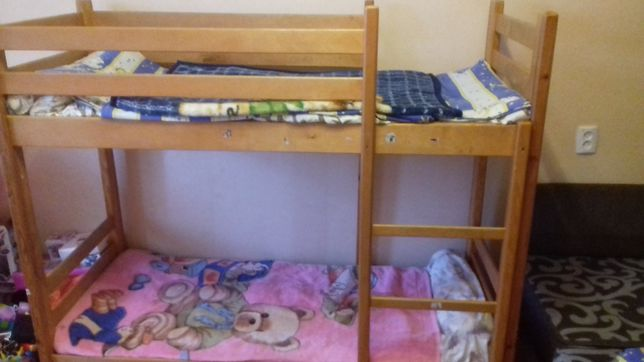 Продаю  двухяростную кроватку