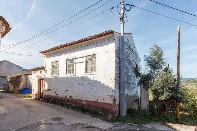 Casa para recuperar em vila da Lousã (Ramalhais)