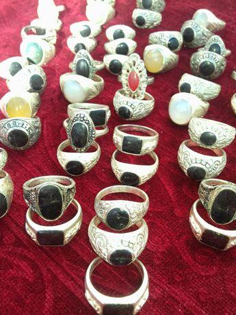 Anéis e bijuterias
