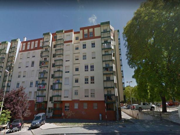 Apartamento T3 com elevador na Caparica