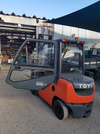 Empilhador Toyota modelo02-8FDF25