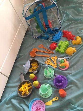 Zabawki w plecaku