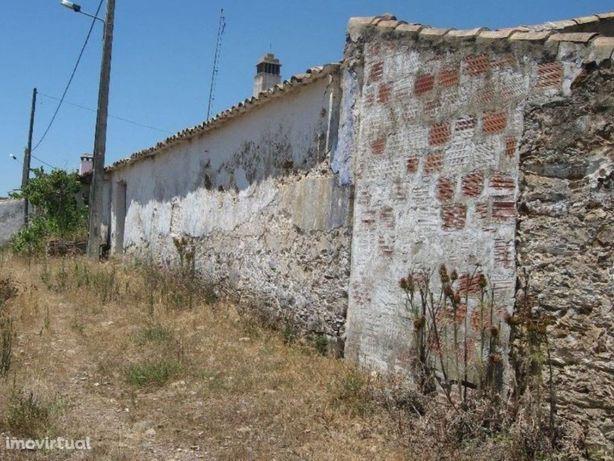 Terreno com ruína em Santa a Clara a Velha
