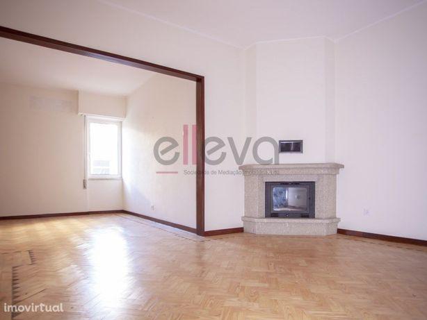 Apartamento com excelentes áreas, zona central