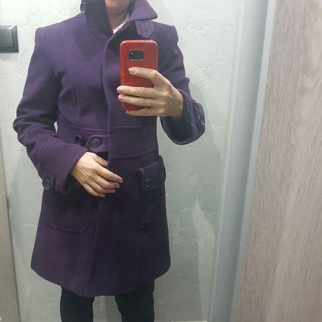Fioletowy płaszczyk i szalik.  Cena 10zł