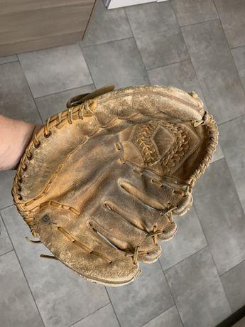 Rękawica do baseball stara