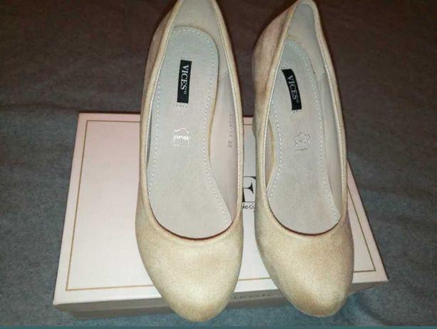 Buty na koturnie nowe