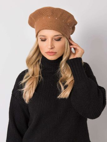 Jasnobrązowy beret dzianinowy z dżetami