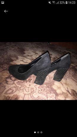 Одяг та взуття.