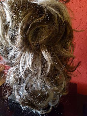 Syntetyczna peruka kręcone włosy  balejaż