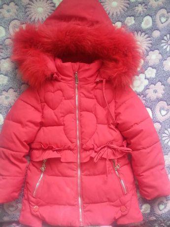 Продам детскую зимнюю куртку на девочку