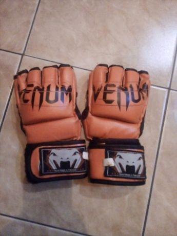 Продам перчатки Venum