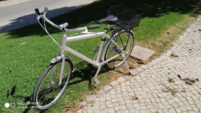 Bicicleta Biomega Amsterdam com veio de transmissão.