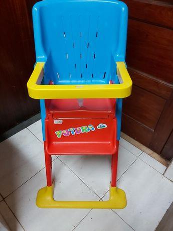 Cadeira para bebe alimentação muito pratica de arrumar