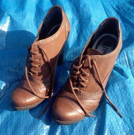 Damskie buty 38 wiązane na obcasie