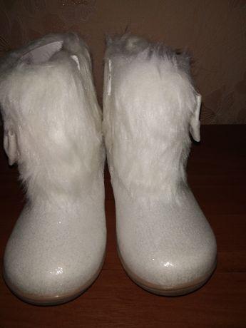 Продам шикарні святкові чобітки на дівчинку розмір 27
