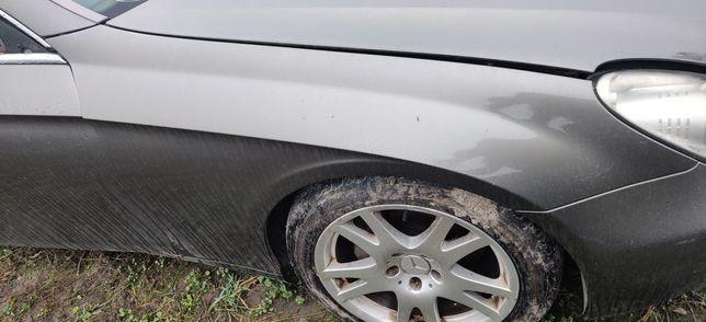 Błotnik prawy Mercedes CLS w219