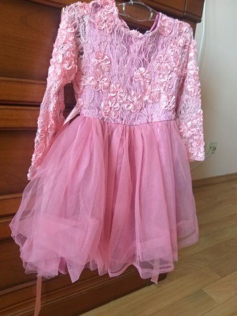 Красивое праздничное платье на 104 см