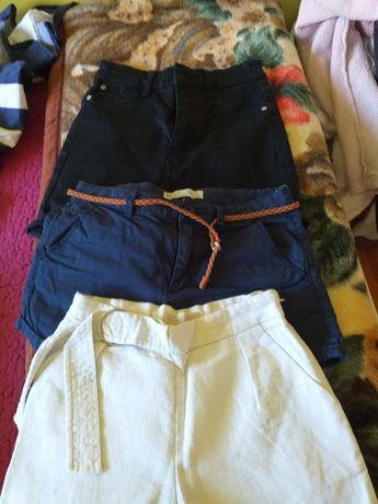 Roupa e sapatos variados