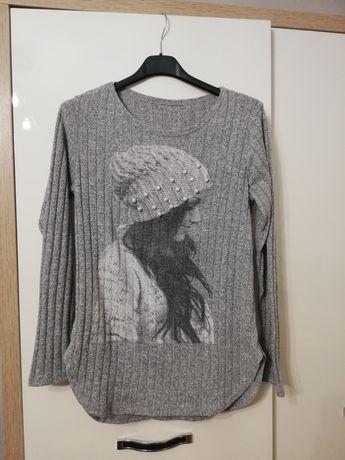 Szary sweterek z perełkami