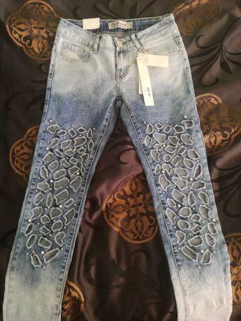 Spodnie jeansy super modne