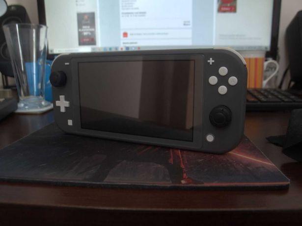 Nintendo Switch Lite + kuferek + gry