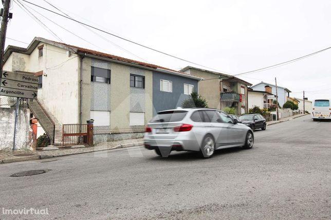 Andar Moradia t3 convertido em T2 renovado com Garagem Box logradouros
