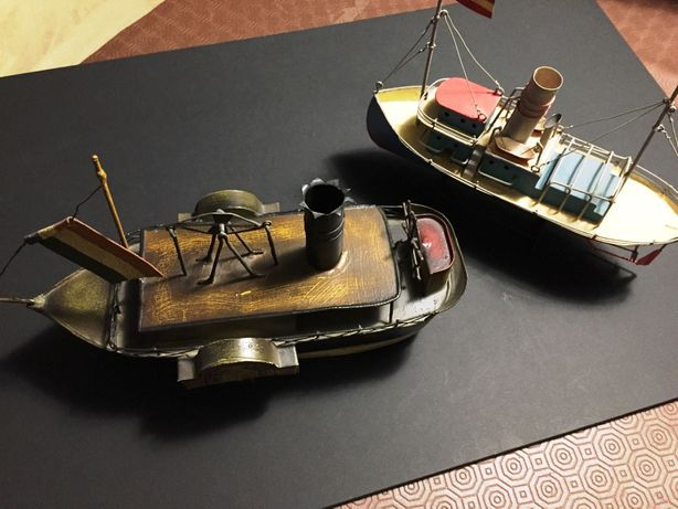 Barcos miniatura em metal
