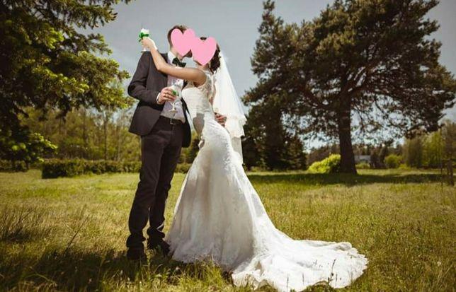 Весільна сукня з шлейфом