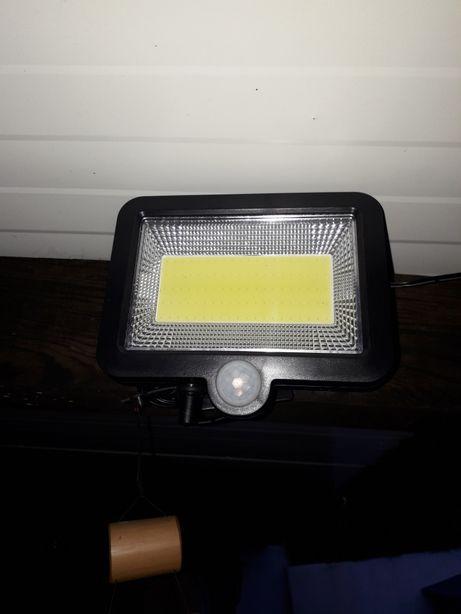 Holofotes de 120 led com Luz solar e sensor movimento á prova de água